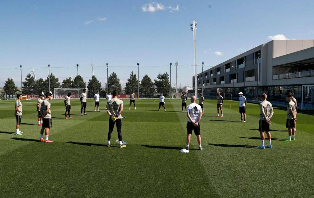 Real Madrid e Atlético fazem um minuto de silêncio pelas vítimas da covid-19