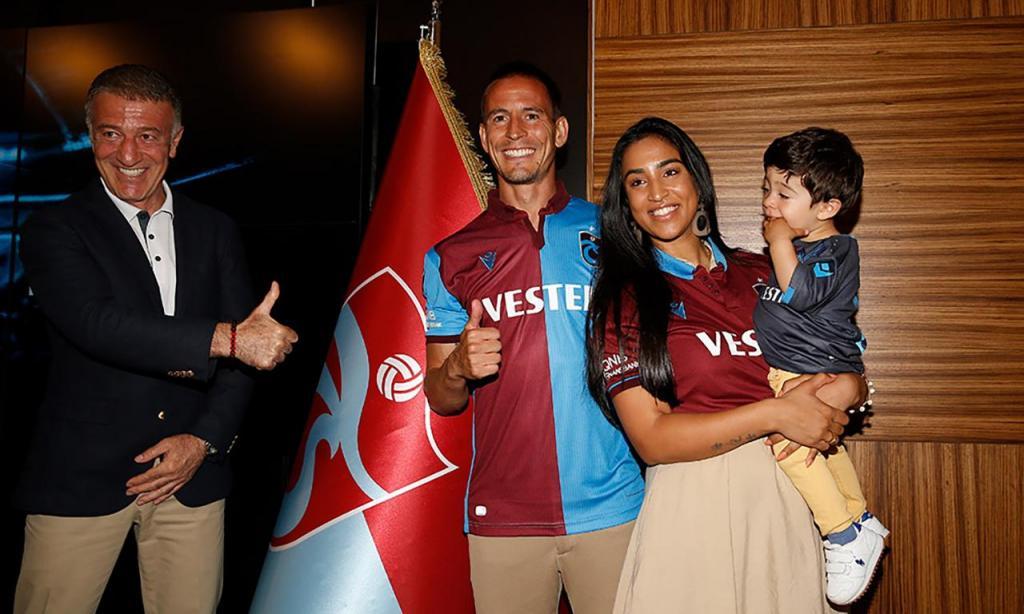 João Pereira renova pelo Trabzonspor por mais uma época, até 2021 (Trabzonspor)