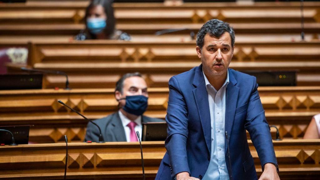 Debate quinzenal: deputados optam por retirar máscara no