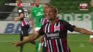 Bas Dost assiste Ilsanker para o 2-0 do Eintracht em Bremen