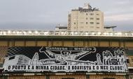 Adeptos do Boavista montam coreografia no alto de um edifício junto ao Estádio do Bessa