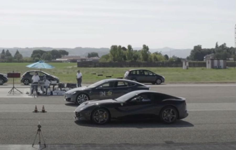 Tesla Model S P100D vs. Ferrari F12 (reprodução YouTube ICSI)
