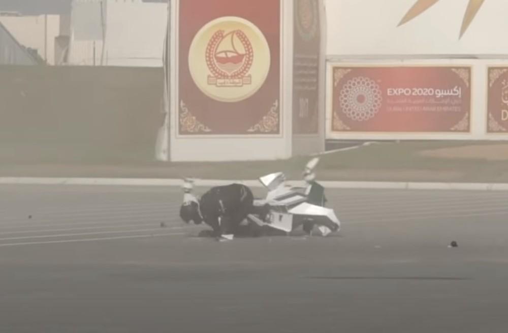 Queda de moto voadora (Reprodução Youtube Hoversurf)