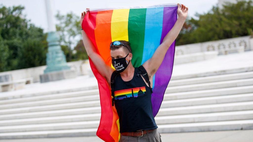 Comunidade LGBT celebra aprovação de legislação sobre discriminação no local de trabalho