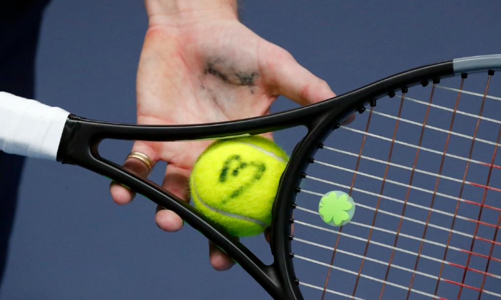 Raquete e bola de ténis (François Mori/AP)