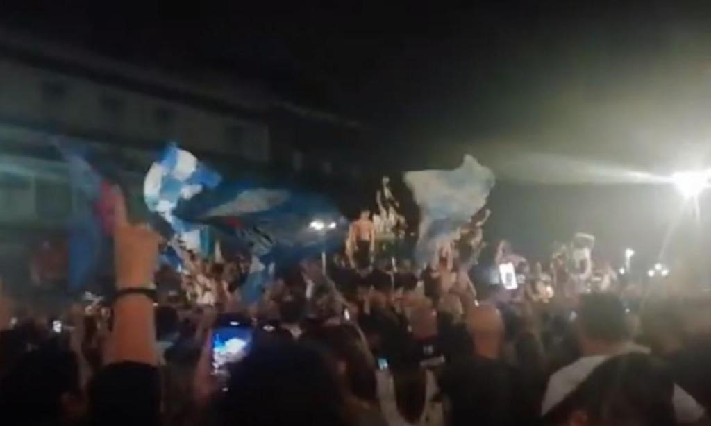 Nápoles festeja conquista da Taça de Itália (youtube)