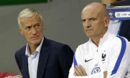 Guy Stephan, treinador adjunto da seleção francesa, à direita na foto (AP)