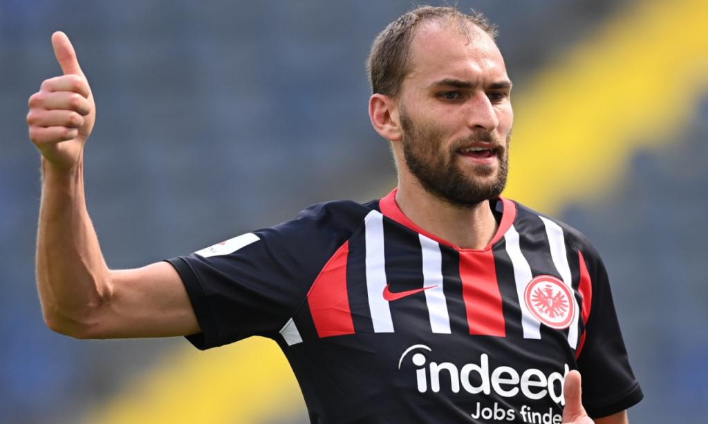 Eintracht Frankfurt-Paderborn: Bas Dost apontou um dos golos (Sascha Steinbach/EPA)