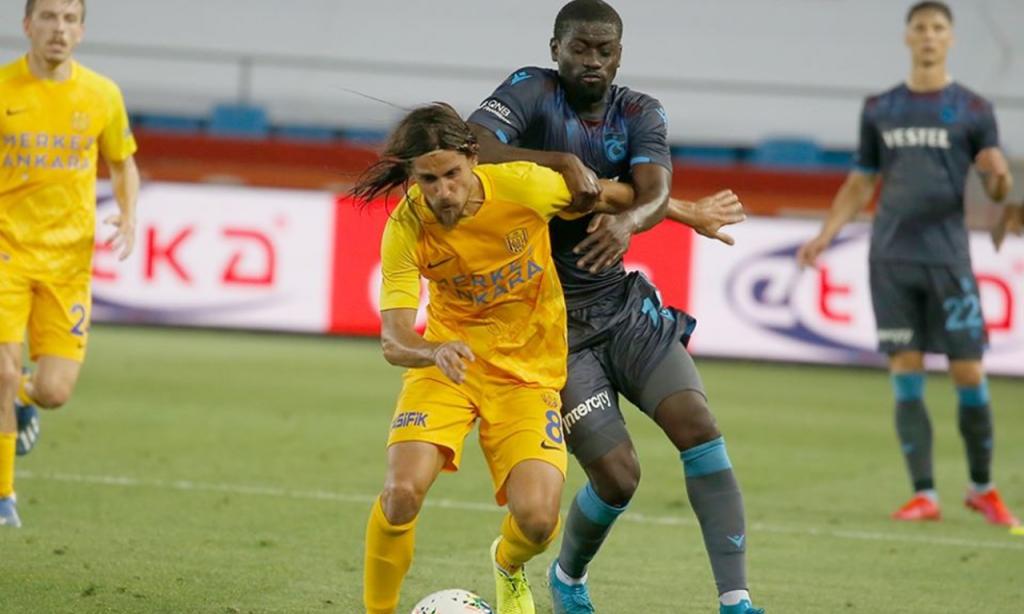 Trabzonspor-Ankaraguçu, com Tiago Pinto em ação (Trabzonspor)