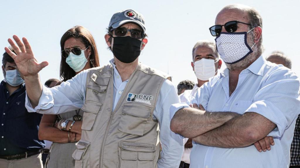 João Pedro Matos Fernandes visita área afetada por incêndio em Aljezur