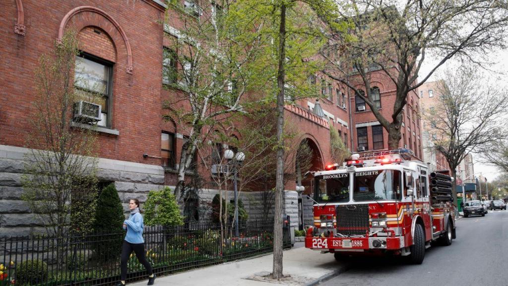 Homem rouba camião dos bombeiros para ir a um bar com as sirenes ligadas