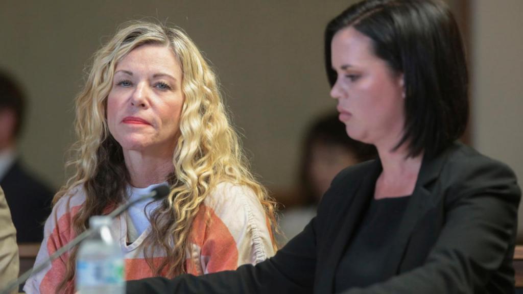 Mãe acusada de matar e enterrar filhos em quintal nos EUA