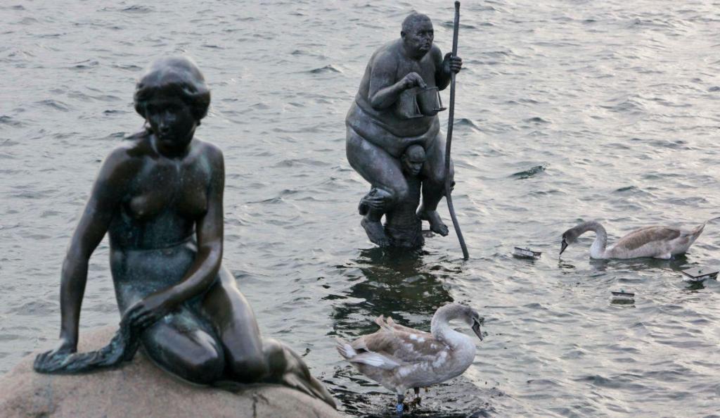 Estátua da Pequena Sereia em Copenhaga