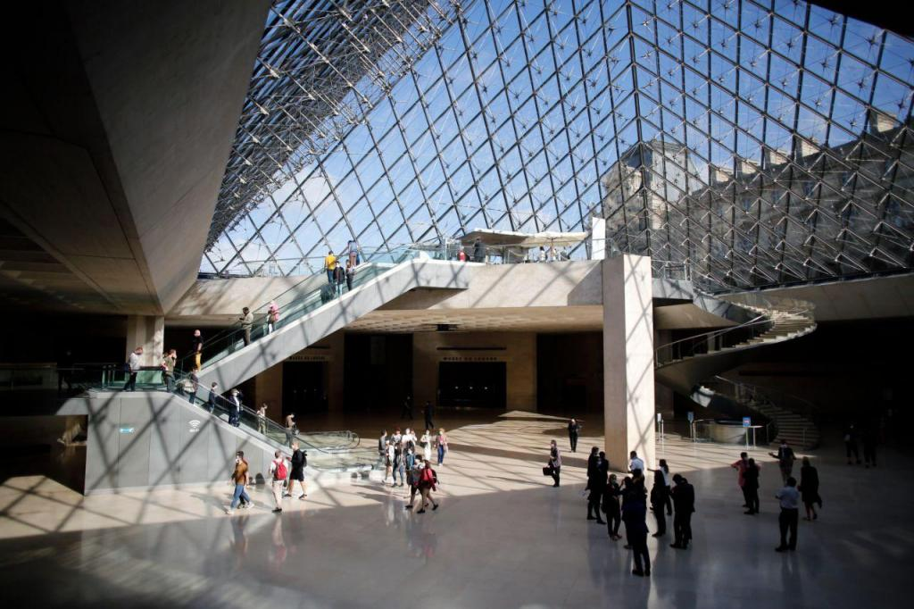 Museu do Louvre reabre
