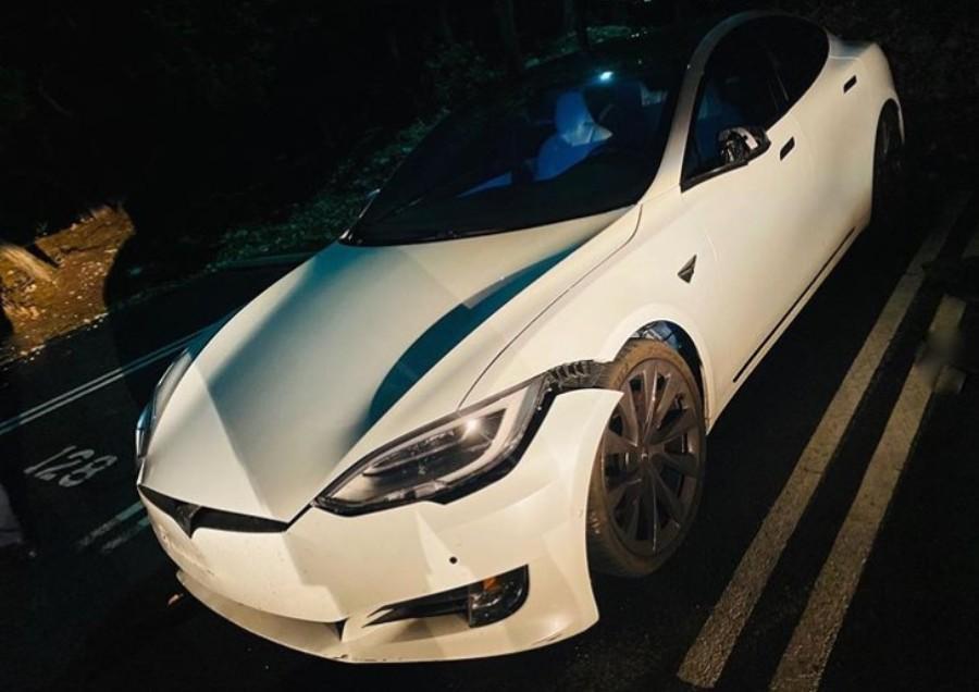 Acidente com Tesla Model S nos Estados Unidos (Reprodução Youtube)