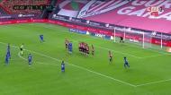 Banega marca no Athletic Bilbao-Sevilha na cobrança exemplar de um livre