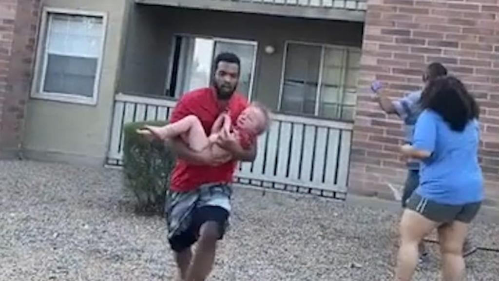 Phillip Blanks salva criança depois de incêndio