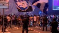 A festa dos adeptos do FC Porto junto ao Estádio do Dragão