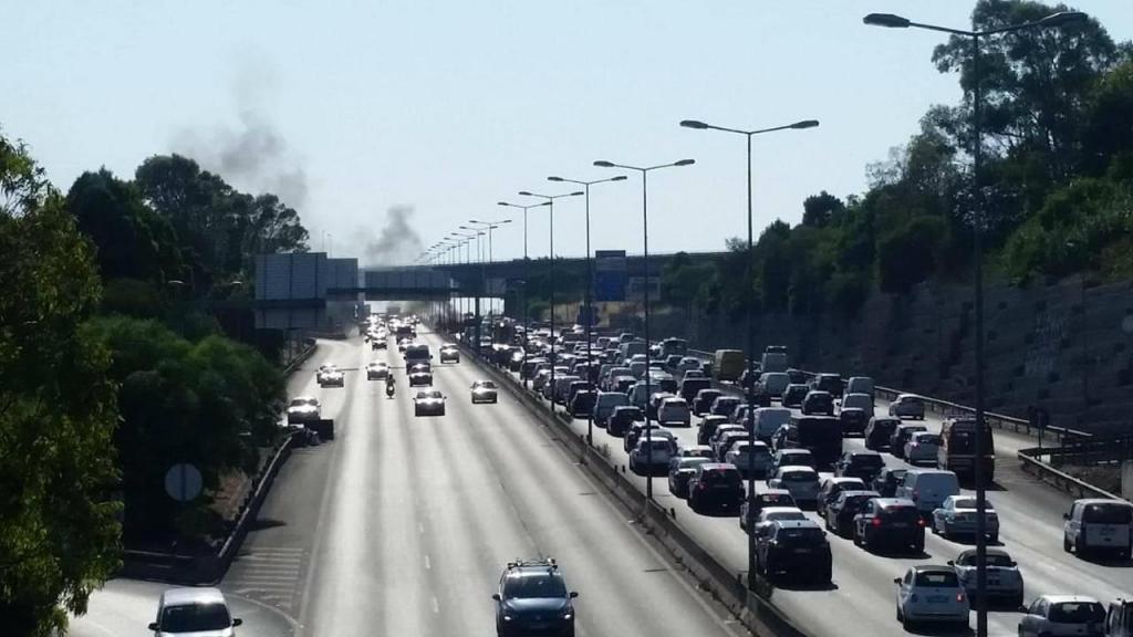Carro incendeia-se no IC19