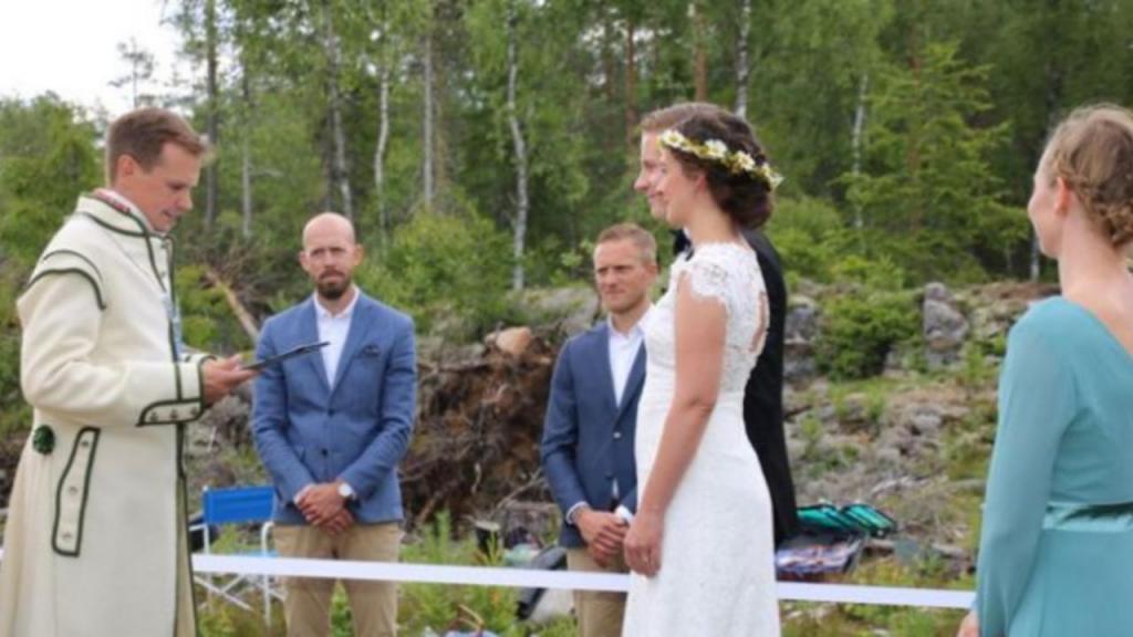 Casal nórdico dá o nó em fronteira