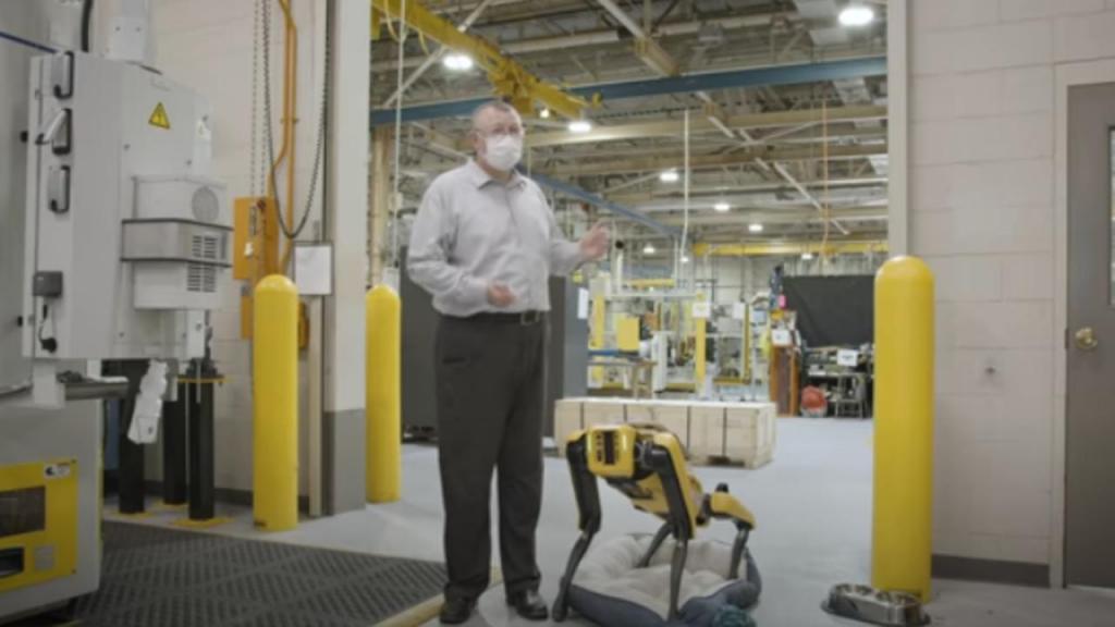 Robots ajudam a remodelar fábrica da Ford nos EUA