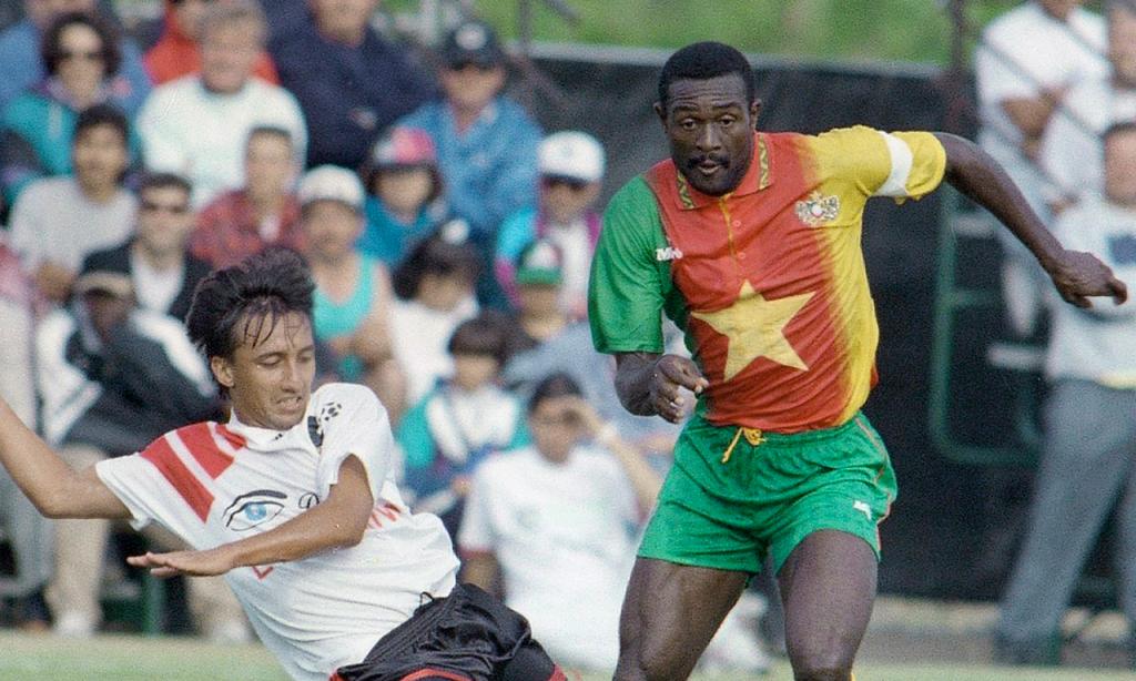 Stephen Tataw em 1994, ao serviço da seleção dos Camarões (AP)