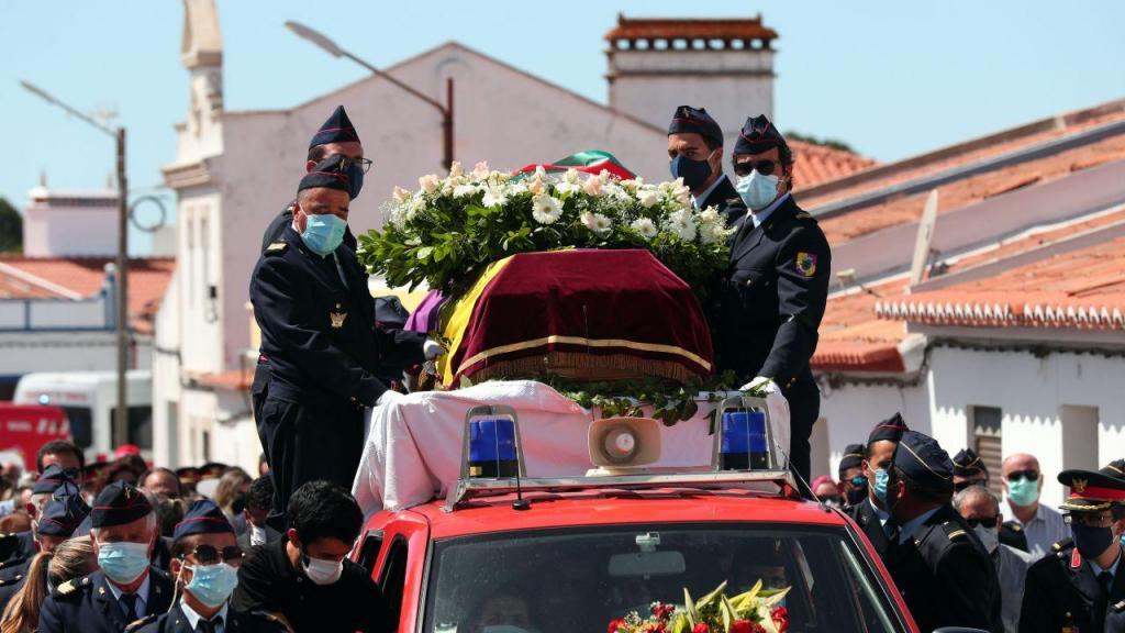 Funeral de bombeiro em Cuba