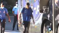 Adeptos apoiam o FC Porto à saída do autocarro para o estádio
