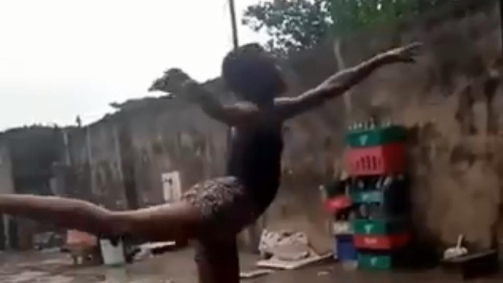 Jovem nigeriano emociona redes sociais ao dançar ballet descalço à chuva