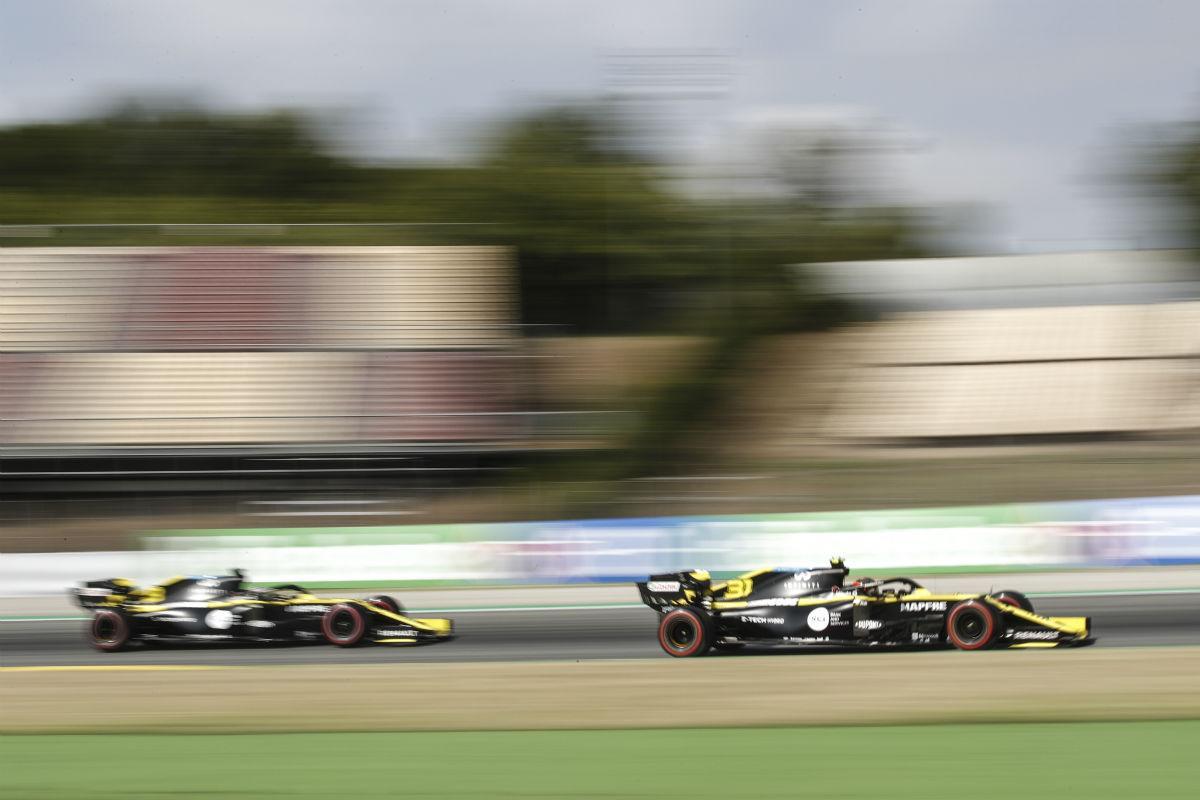 Daniel Ricciardo e Esteban Ocon (Lusa)