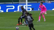 Ederson fora da baliza e Cornet inaugura o marcador no Man City-Lyon