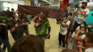 António Félix da Costa recebido em apoteose no aeroporto: nem o hino faltou