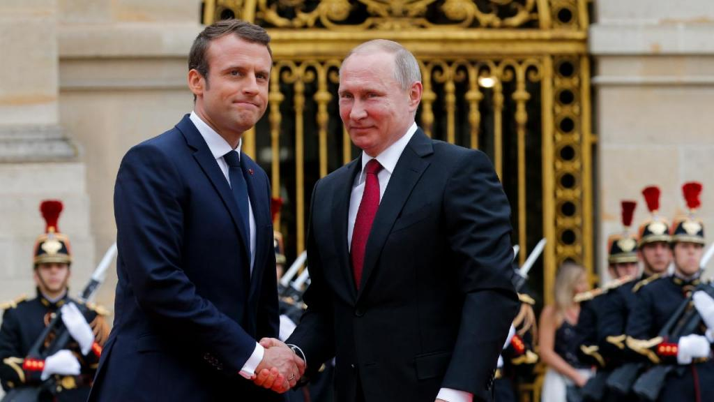 Emmanuel Macron e Vladimir Putin