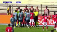 Jogador do Ajax vê amarelo por entrada sobre... treinador do Benfica