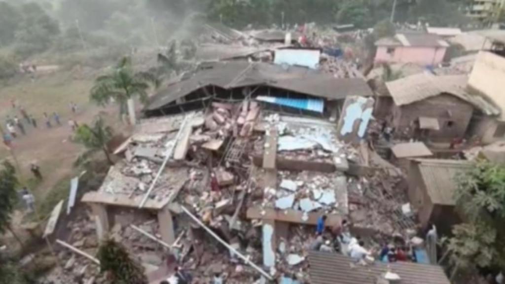 Edifício de cinco andares desaba na Índia