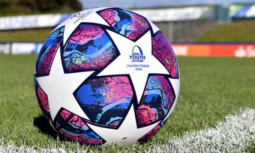 A bola da final da Youth League