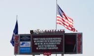 Mensagem no placard eletrónico depois do adiamento do jogo Real Salt Lake-Los Angeles FC da MLS, em protesto contra a injustiça racial (Rick Bowmer/AP)