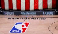 Os três jogos da NBA de 26 de agosto não se realizaram após os Milwaukee Bucks terem boicotado o jogo com os Orlando Magic, em protesto contra a injustiça racial (Kevin C. Cox/AP)