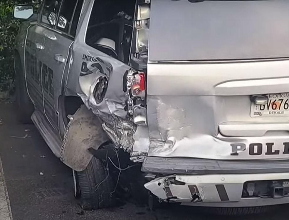 Acidente com carro da Polícia (reprodução YouTube «11Alive»)