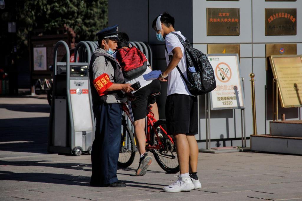 Escolas reabrem em Pequim