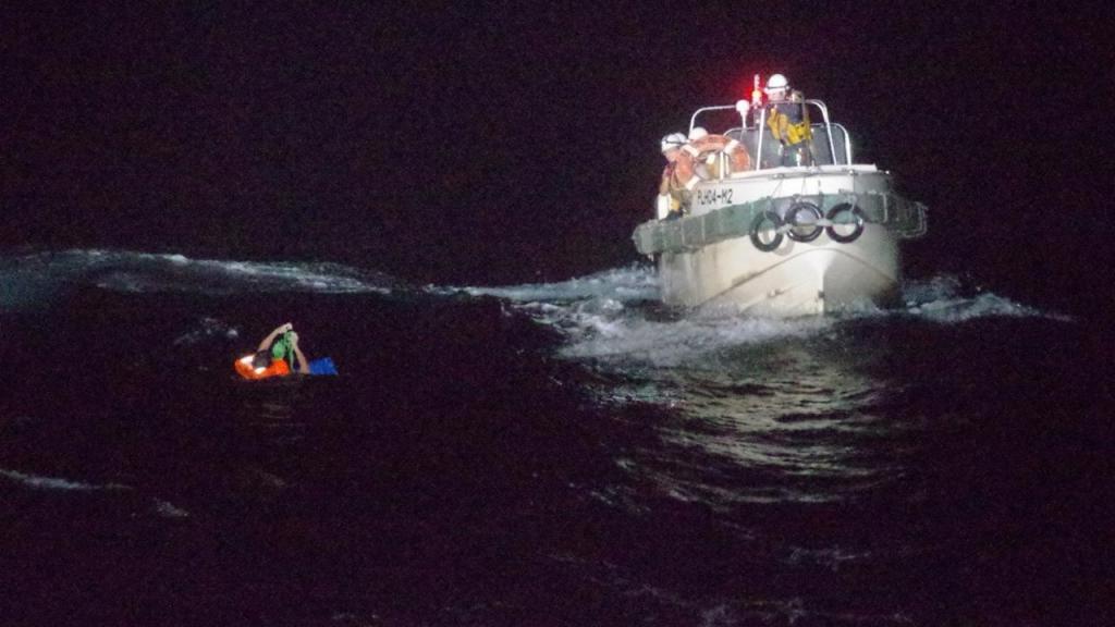 Navio japonês em operação de resgate