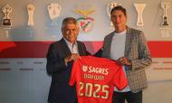 Darwin Nuñez com Luís Filipe Vieira na apresentação como jogador do Benfica (Foto: SL Benfica)