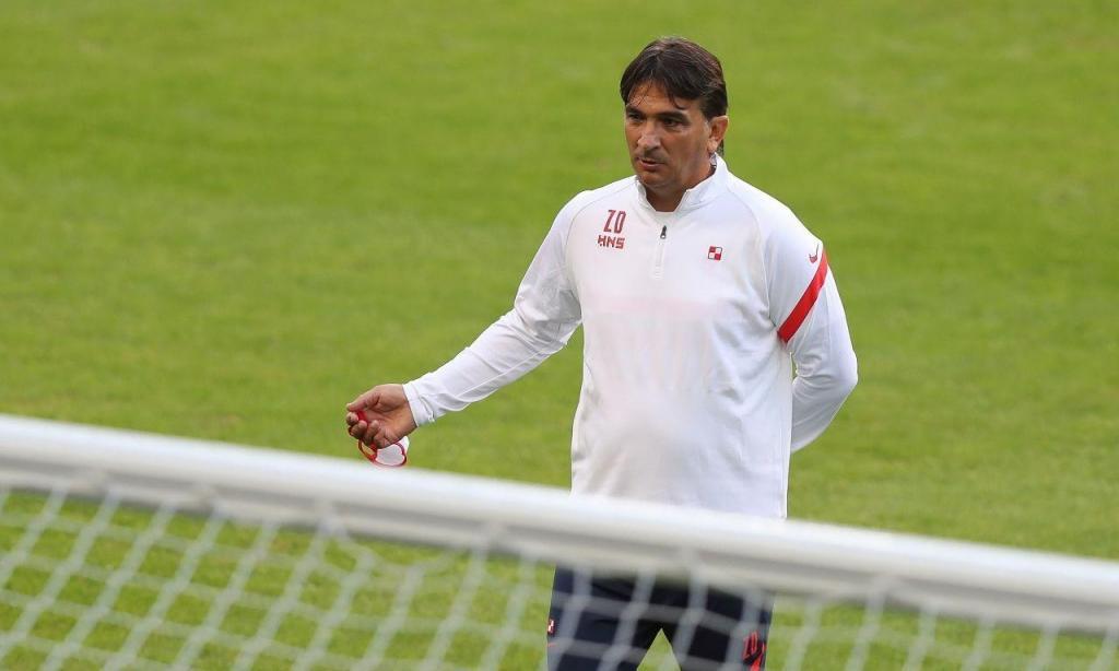 Zlatko Dalic, selecionador da Croácia, orienta treino no Estádio do Dragão, antes do jogo com Portugal para a Liga das Nações (José Coelho/LUSA)