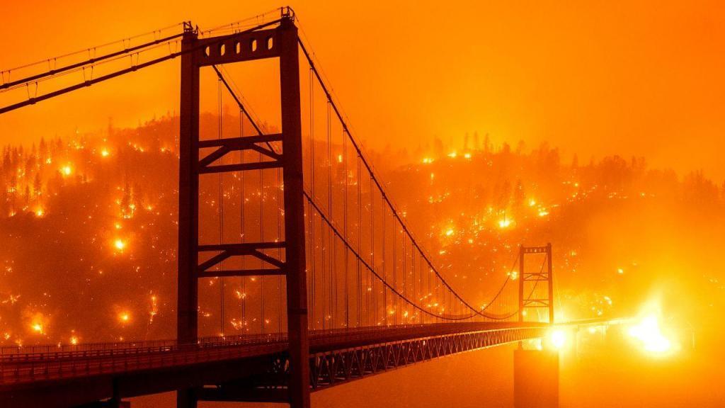 Imagens mostram a força devastadora dos incêndios na Califórnia