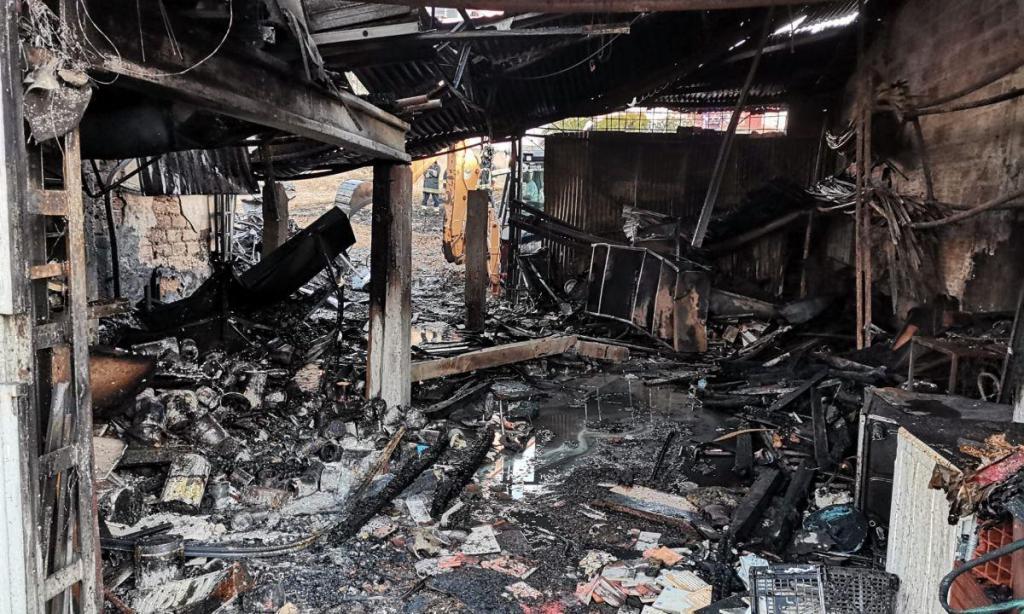Carpintaria arde em São Domingos de Rana