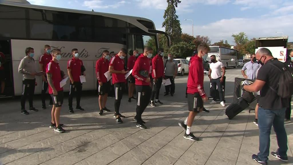 Controlo apertado ao Benfica à entrada no Estádio Toumba