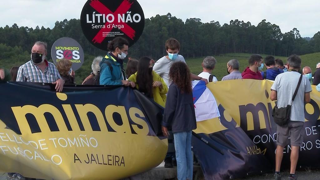 Portugueses e espanhóis protestam contra exploração de lítio na Serra de Arga