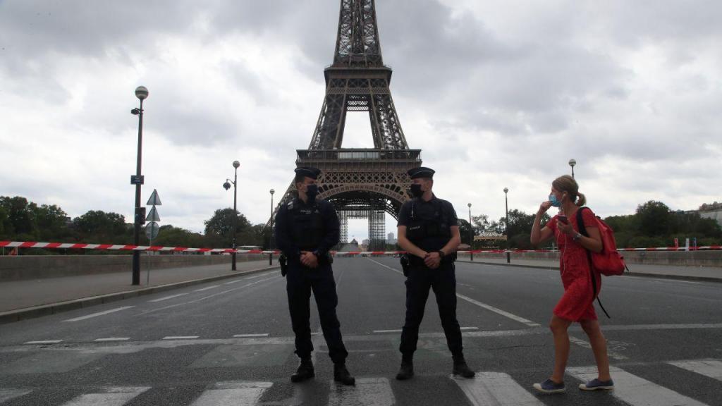 Operação de segurança depois de ameaça de bomba na Torre Eiffel