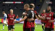O golo «clássico» de Bas Dost que deu conforto ao Eintracht Frankfurt