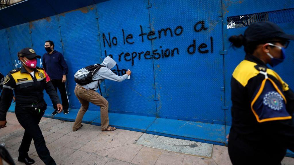 Manifestação pelo sexto aniversário do desaparecimento de 43 jovens no México